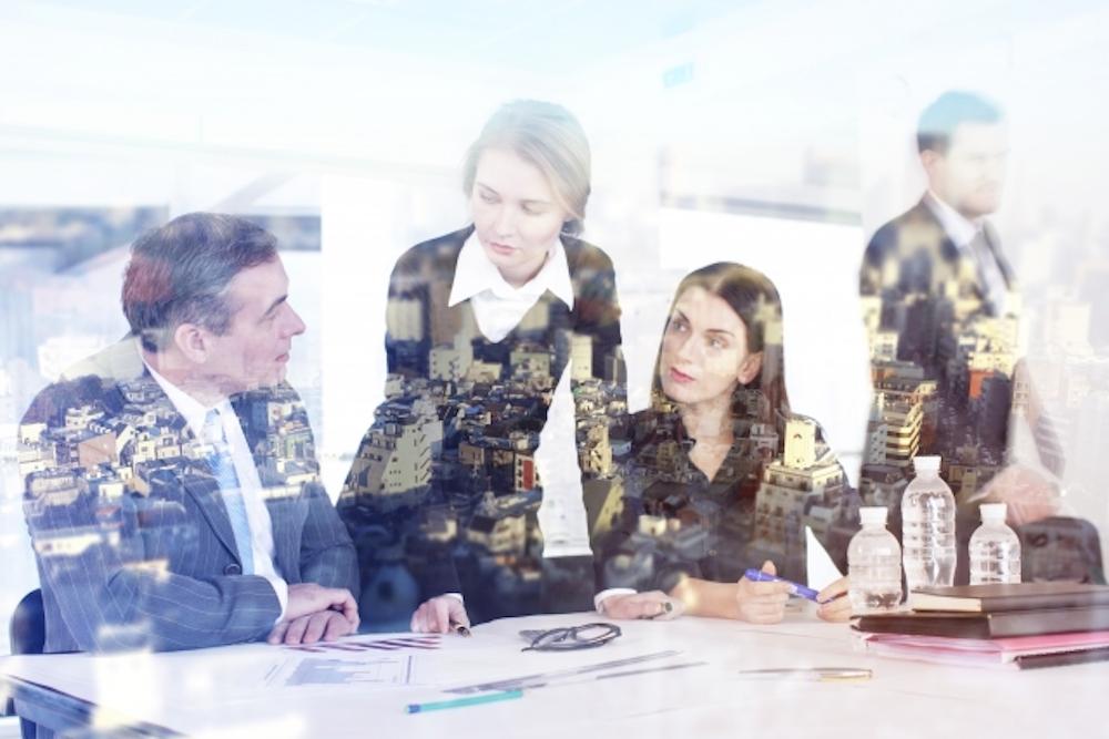 外資系企業へ転職を考えている方や関心がある方にとって一つの目安となるのが英語力です。 実際にどの程度の語学力が求められているのか気になる方も多いのではないでしょうか。 今回は外資系企業への転職、働く際に求められる英語力のレベルと実務での注意点についてご紹介いたします。