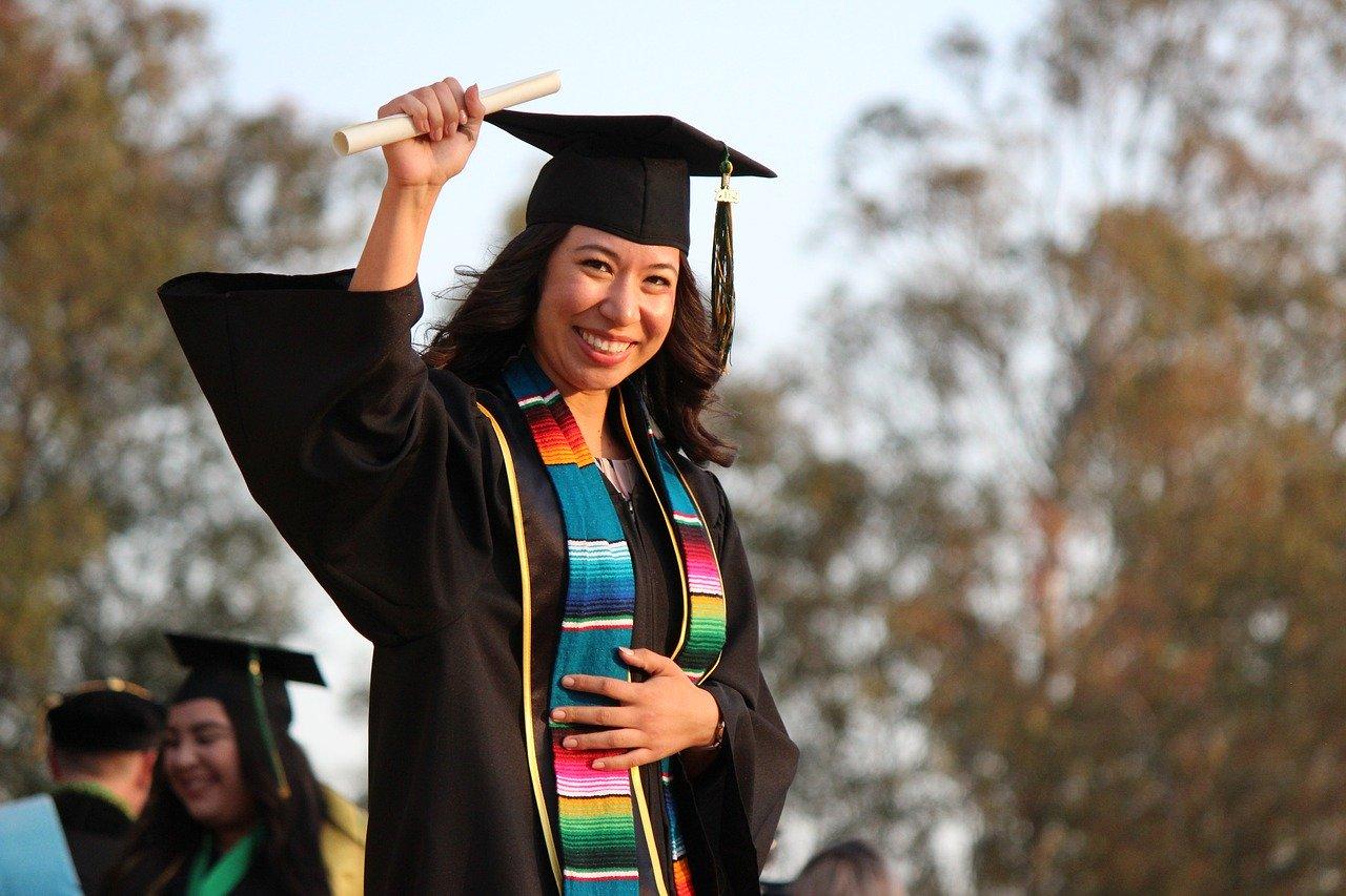 【学歴】:応募段階で旧帝大、早慶、海外有名大卒が多い
