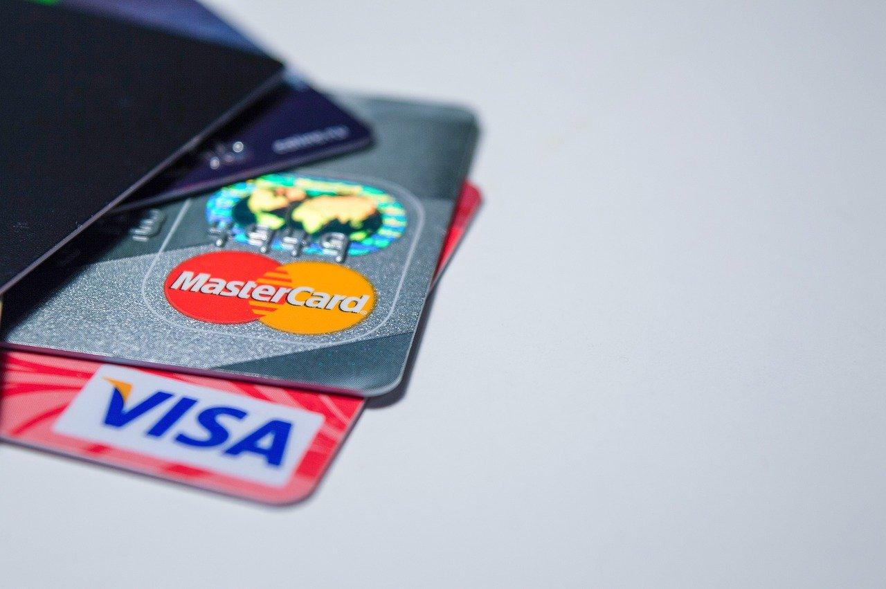 デビットカードとクレジットカードの違いについて