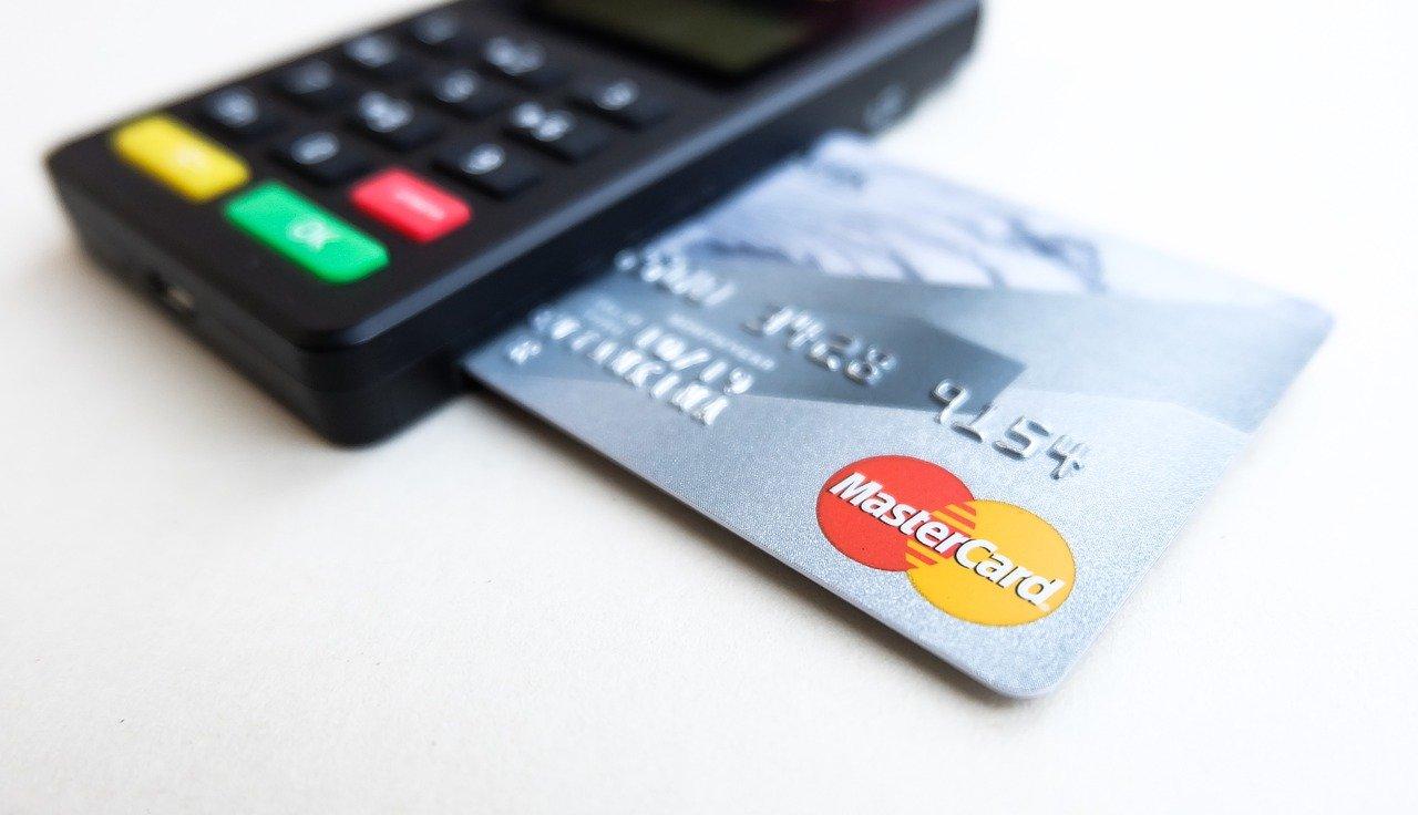 企業が法人デビットカードを使うメリットとは